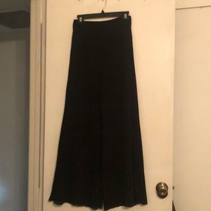 Wide leg trousers (flowy and high waisted)